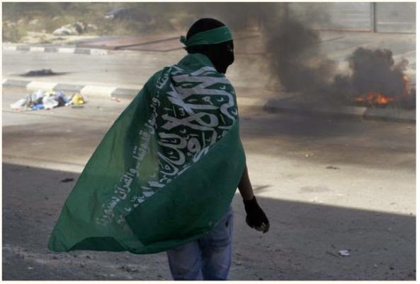 Beitunia rioting Hamas flag